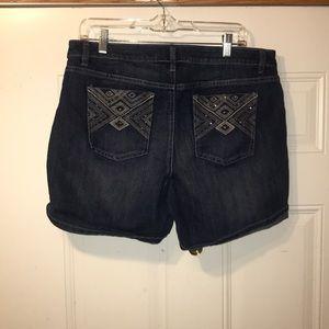 Apt. 9 shorts 14